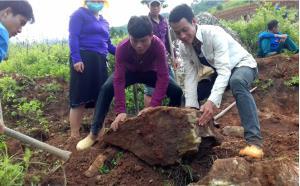 ĐVTN xã Hát Lừu tham gia khai hoang ruộng nước tại thôn Khấu Ly, xã Bản Mù.