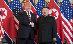 Tổng thống Mỹ Trump (trái) và Chủ tịch Triều Tiên Kim Jong-un tại Hà Nội ngày 27/2.