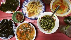 Bánh canh Nam Phổ là món quà chiều ưa thích của người Huế.