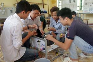 Đào tạo nghề điện dân dụng tại huyện Lục Yên. (Ảnh: Phong Sơn)