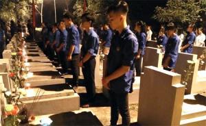 Đoàn viên thanh niên thành phố Yên Bái thắp nến tri ân các anh hùng liệt sỹ.