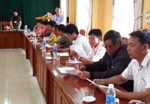 Cán bộ, công chức và người dân huyện Văn Chấn tham gia điều tra XHH đánh giá chỉ số CCHC năm 2017.