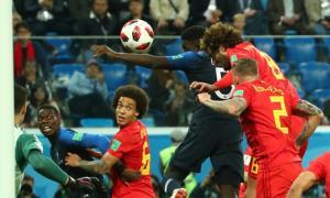 Trong lần hiếm hoi Fellaini thua không chiến, và Umtiti của Pháp đã ghi bàn thắng duy nhất giúp