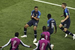 Mbappe ăn mừng bàn thắng ở trận chung kết
