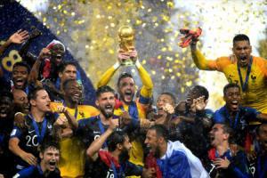 Các cổ động viên cuồng nhiệt trong mùa World Cup.