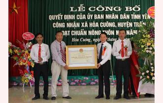 Chủ tịch UBND tỉnh Đỗ Đức Duy trao Quyết định công nhận đạt chuẩn nông thôn mới cho xã Hòa Cuông