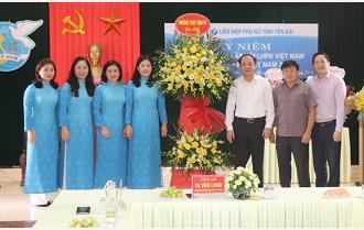 Phó Bí thư Thường trực Tỉnh ủy Tạ Văn Long chúc mừng Hội Liên hiệp Phụ nữ tỉnh