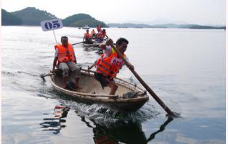 Sôi nổi Lễ hội đua thuyền trên hồ Thác Bà