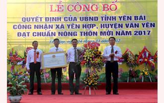 Xã Yên Hợp, huyện Văn Yên đón bằng công nhận đạt chuẩn nông thôn mới