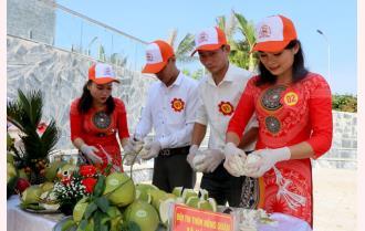Hội thi bóc bưởi, trình bày bưởi huyện Yên Bình năm 2020