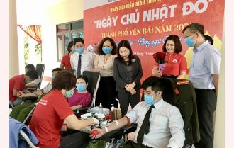 Ngày Chủ nhật đỏ tại thành phố Yên Bái: 800 người tham gia hiến máu tình nguyện
