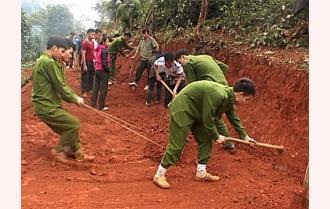 Trên 1.000 ĐVTN tham gia chương trình làm đường giao thông nông thôn tại xã Túc Đán