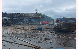 Pháo giấu trong xe chở đá phát nổ, 2 người tử vong