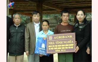 Nghĩa Lộ: 4 hộ nghèo được trao nhà tình nghĩa