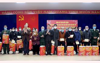 Nguyên Thường trực Ban Bí thư Trần Quốc Vượng thăm, tặng quà tết hộ nghèo đặc biệt khó khăn và gia đình chính sách của huyện Yên Bình