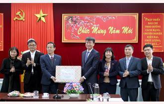 Chủ tịch UBND tỉnh Trần Huy Tuấn chúc tết Báo Yên Bái