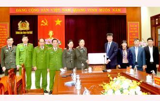 Chủ tịch UBND tỉnh Trần Huy Tuấn thăm, kiểm tra và chúc Tết các đơn vị trực Tết