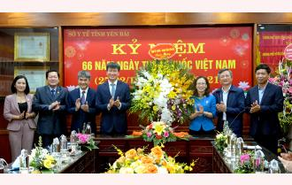 Chủ tịch UBND tỉnh Trần Huy Tuấn chúc mừng ngành y tế Yên Bái