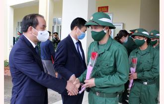 Phó Bí thư Thường trực Tỉnh ủy Tạ Văn Long dự Lễ giao quân tại huyện Trấn Yên