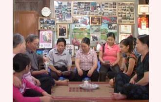 Gia đình người dân tộc Tày hiếu học