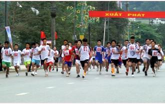 Đoàn Trạm Tấu và Trường THPT Nguyễn Huệ (thành phố Yên Bái) giành ngôi cao ở nội dung nam trẻ và nữ chính