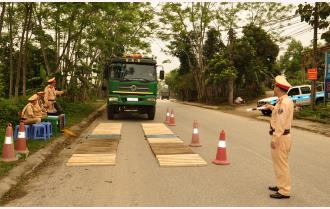 Yên Bái tăng cường xử lý xe quá tải