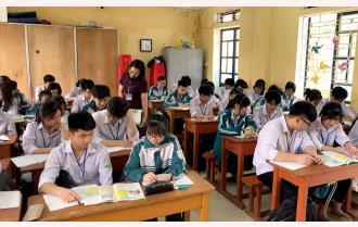 """Yên Bái: Học sinh lớp 12 """"vừa học, vừa ôn tập"""""""