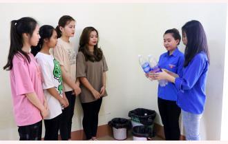 """Trường Cao đẳng Sư phạm Yên Bái với mô hình """"Đổi rác thải nhựa lấy cây xanh"""""""