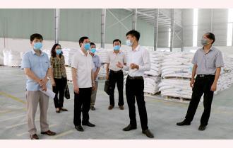 Trưởng Ban Tuyên giáo Tỉnh ủy Nguyễn Minh Tuấn kiểm tra công tác phòng, chống COVID-19 tại Khu công nghiệp phía Nam