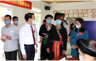 Bí thư Tỉnh ủy Đỗ Đức Duy kiểm tra công tác bầu cử tại huyện Trấn Yên