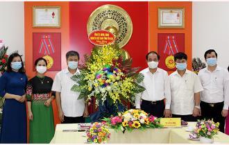 Phó Bí thư Thường trực Tỉnh ủy Tạ Văn Long chúc mừng Hội Liên hiệp Văn học Nghệ thuật tỉnh
