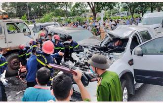 Khoảnh khắc 9 xe ôtô tông nhau liên hoàn khiến 1 người chết