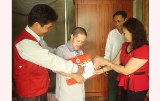 Hội Chữ thập đỏ Yên Bái: Tặng quà các nạn nhân chất độc da cam tại Lục Yên