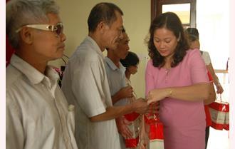 Trao 90 suất quà cho các nạn nhân chất độc da cam trên địa bàn thành phố Yên Bái