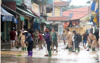 Người dân Yên Bái khắc phục hậu quả mưa lũ