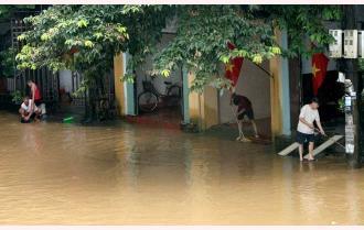 Thành phố Yên Bái: Mưa lũ, nhiều tuyến đường ngập trên 1 m