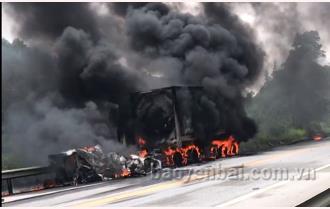 [VIDEO] Văn Yên: Cháy xe bồn chở dầu trên cao tốc Nội Bài - Lào Cai