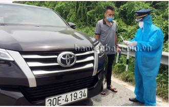 Trấn Yên: Xử phạt lái xe ô tô 7 chỗ chở 5 khách từ vùng dịch về không có phù hiệu