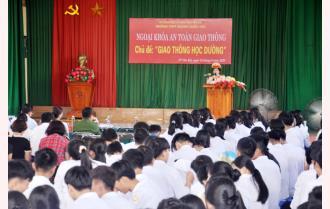 700 học sinh Trường THPT Hoàng Quốc Việt tham gia hoạt động ngoại khóa