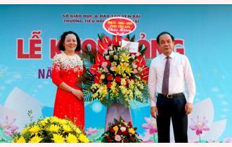 Phó Chủ tịch Thường trực UBND tỉnh Tạ Văn Long dự Lễ khai giảng năm học mới tại Trường Tiểu học Nguyễn Trãi