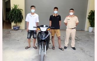 Yên Bái: Triệu tập 2 thanh niên đi xe máy lạng lách, đánh võng gây tai nạn rồi bỏ chạy