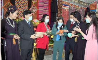 Khai trương Không gian chợ quê đất Ngọc và gian hàng sản phẩm OCOP huyện Lục Yên
