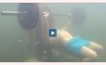 Kỷ lục Guinness nâng tạ 77 lần dưới nước