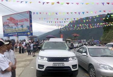 Đèo Khau Phạ thu hút đông đảo du khách trong Festival dù lượn