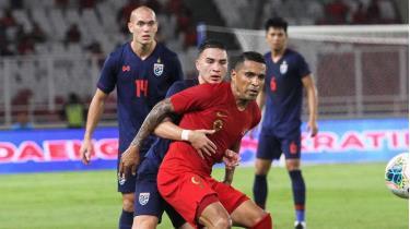 Beto (áo đỏ) sẽ là 1 trong 2 cầu thủ nhập tịch của Indonesia trong trận gặp ĐT Việt Nam.