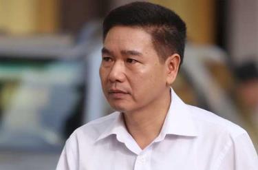 Bị cáo Trần Xuân Yến đến tòa trong sáng 15/10.
