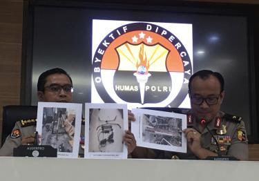 Cảnh sát Indonesia công bố các tang vật thu được trong đợt truy quét.