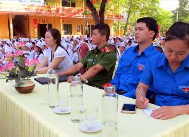 Trong lễ khai giảng năm học 2019 - 2020, các đơn vị trường trên địa bàn thị xã Nghĩa Lộ đã sử dụng chai thủy tinh thay cho chai nhựa.
