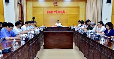 Đồng chí Đỗ Đức Duy – Phó Bí thư Tỉnh ủy, Chủ tịch UBND tỉnh chủ trì Hội nghị tại điểm cầu Yên Bái.