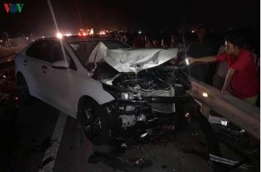 Chiếc ô tô bị hư hỏng nặng sau cú va cham